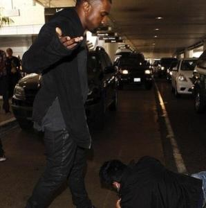 Jon Oh-No-Condom Blog-Kanye-West-Attack-Paparazzi